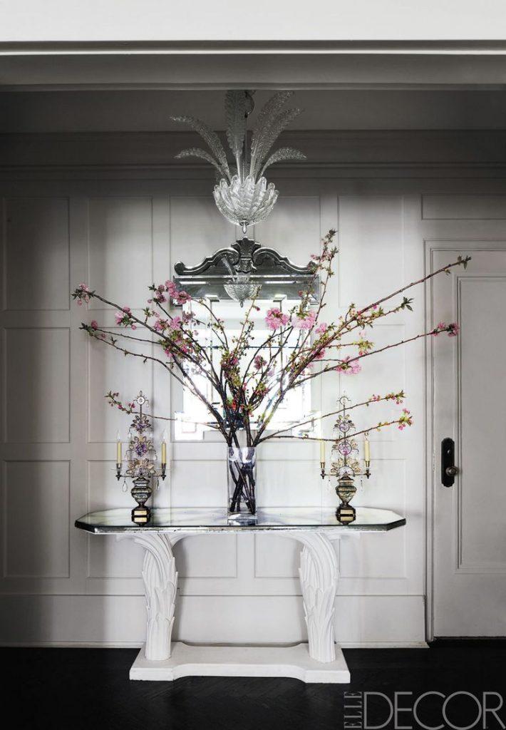 วิธีที่ดีที่สุดในการแขวนกระจกเพื่อยกระดับบ้านของคุณ